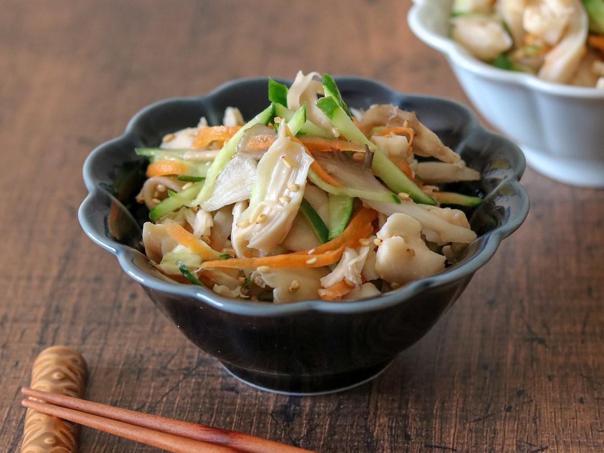 液体塩こうじで鶏ささみと野菜の彩りサラダ