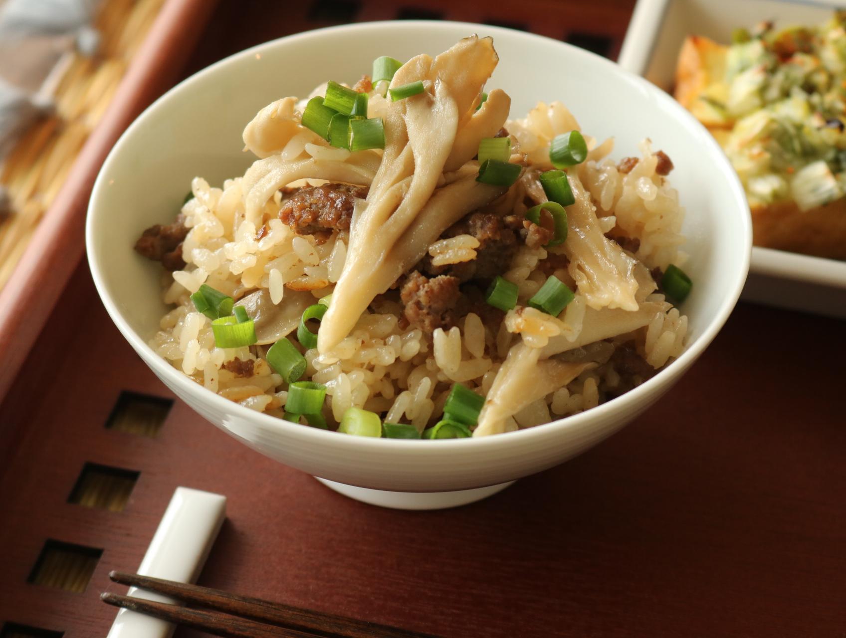 牛ひき肉と舞茸の炊き込みご飯