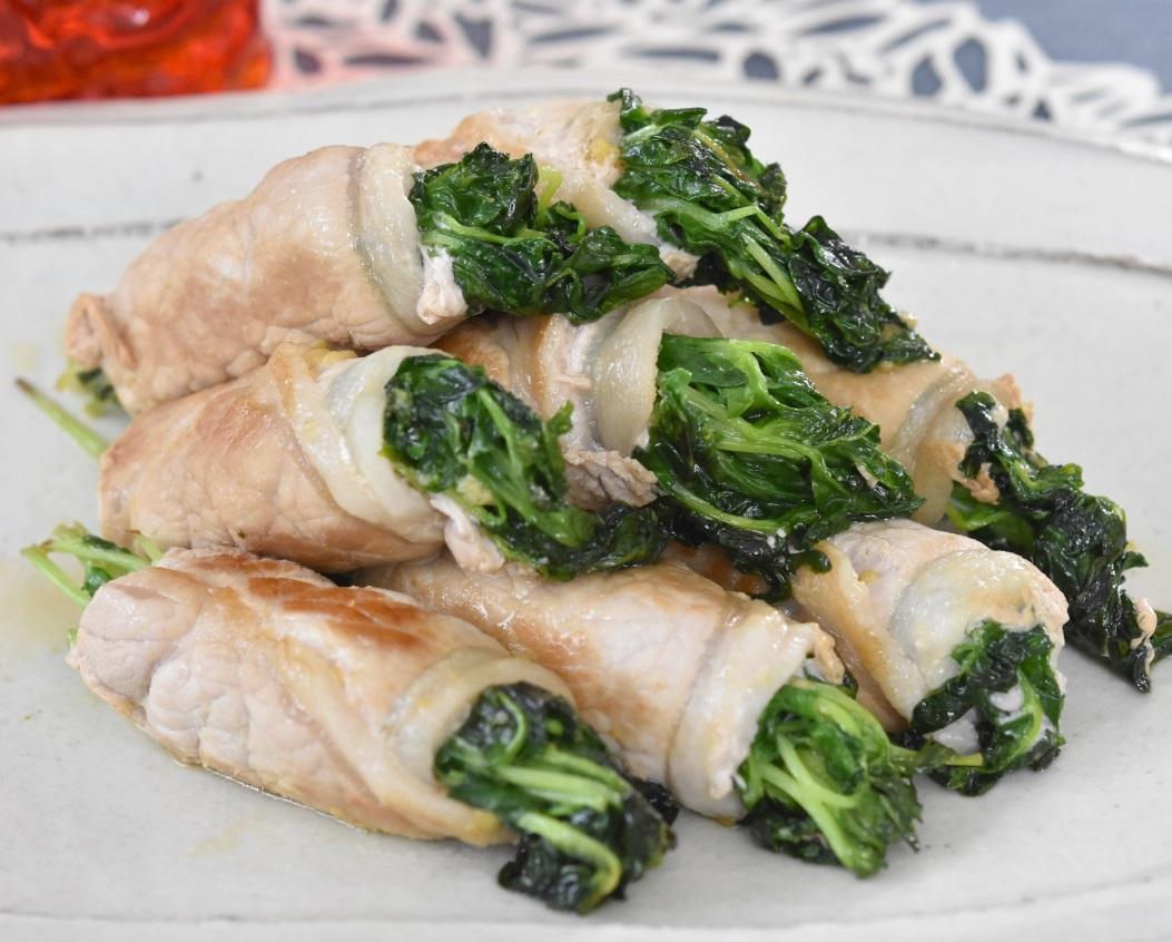 豆苗の豚ロース巻き塩こうじと辛子炒め