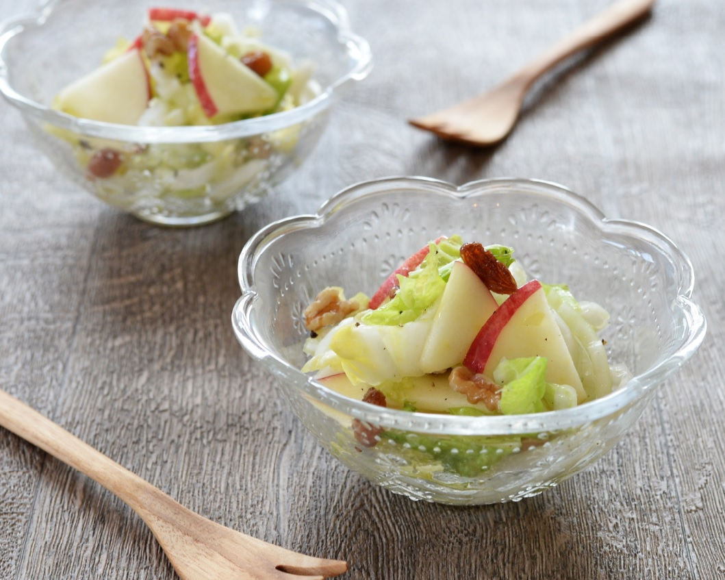 液体塩こうじで簡単☆白菜とリンゴのサラダ