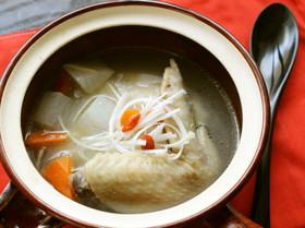 液体塩こうじと手羽先で参鶏湯風スープ