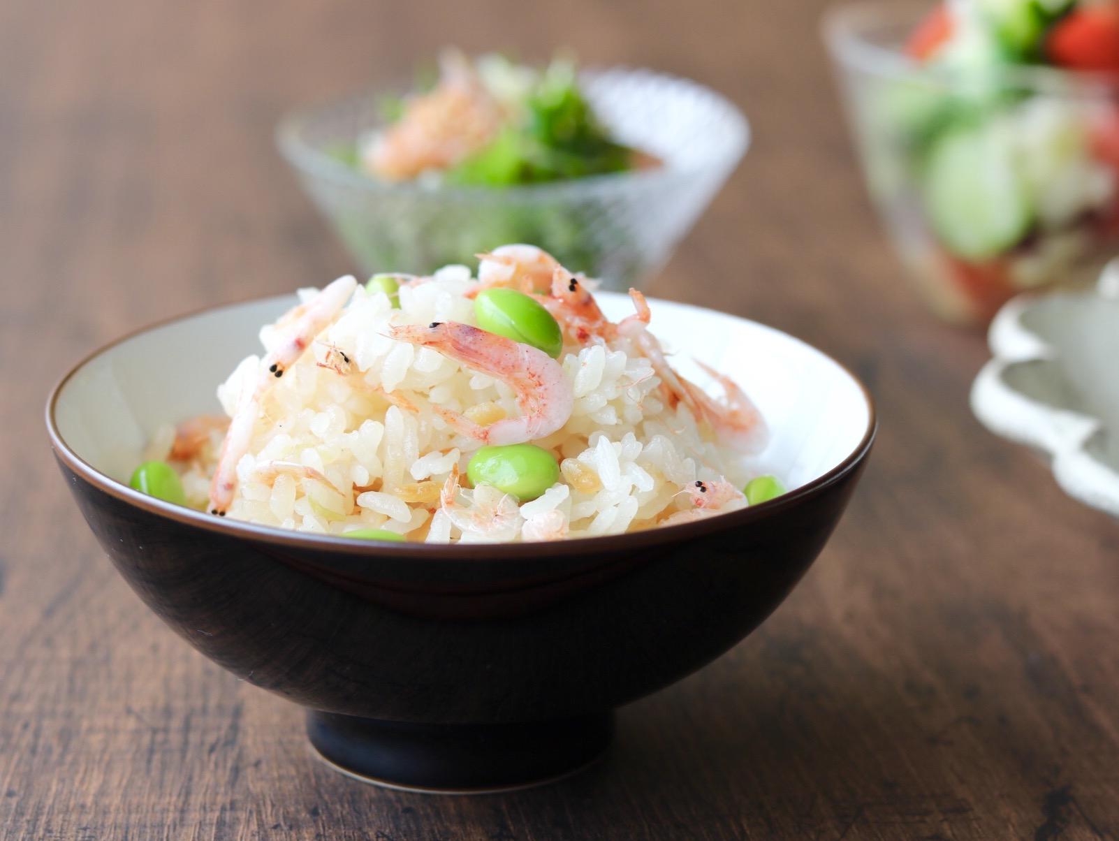 液体塩こうじで枝豆と桜海老の炊き込みご飯