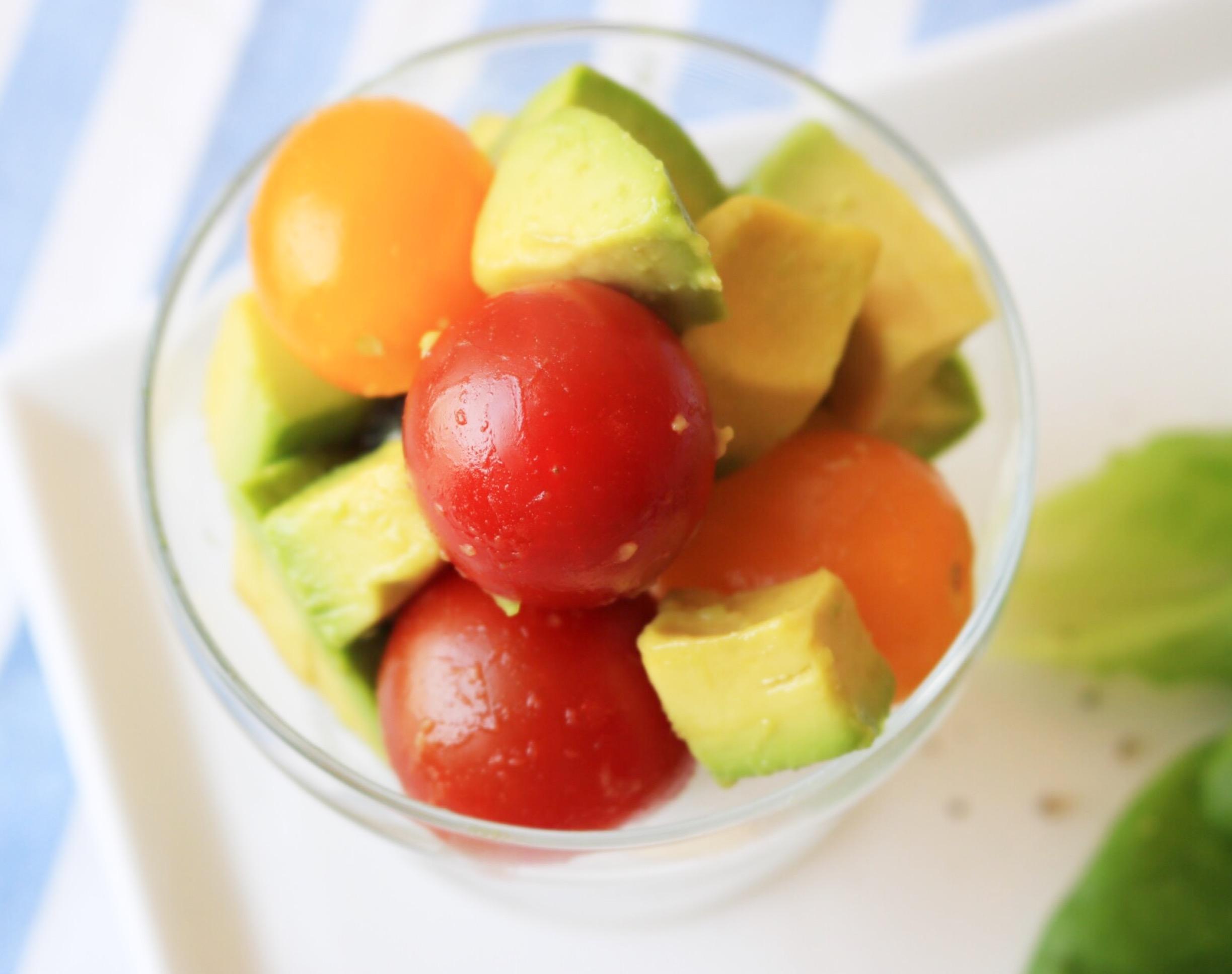 簡単!トマトとアボカドの塩こうじサラダ