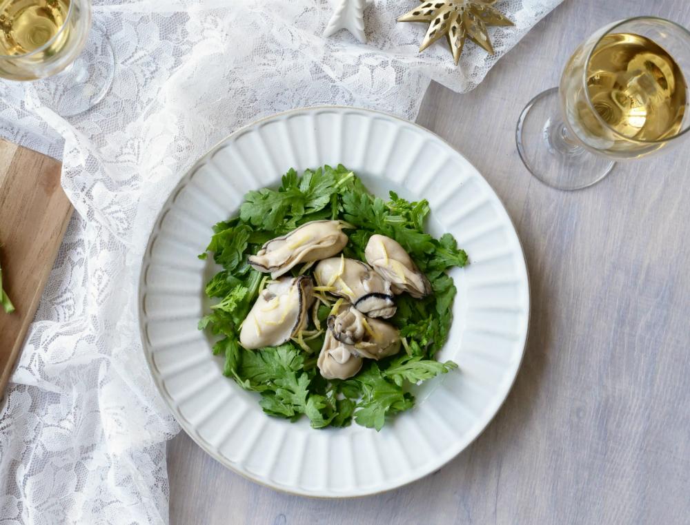 牡蠣と春菊の塩こうじ柚子マリネ