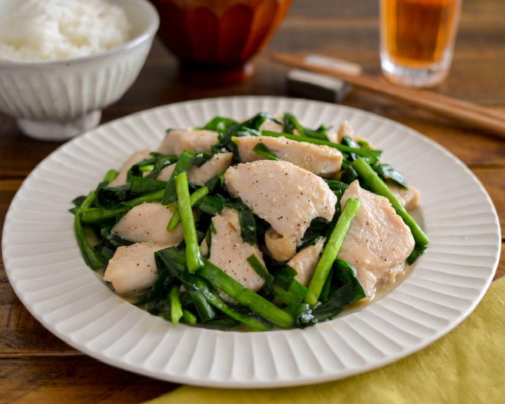 鶏肉とニラの液塩ガーリックバター炒め☀