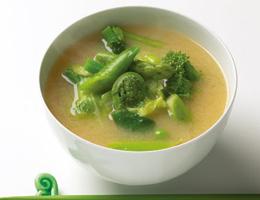 野菜たっぷり、色鮮やか!みどりのおみそ汁