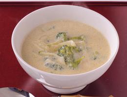 豆乳を使った洋風のおみそ汁!豆乳とブロッコリーのおみそ汁